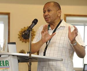 Minister Pinkwart als Konferenzteilnehmer