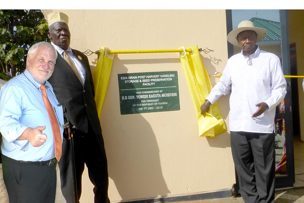 Der Präsident der Republik Uganda Yoweri Museveni eröffnet eine RIELA<sup>®</sup> Anlage